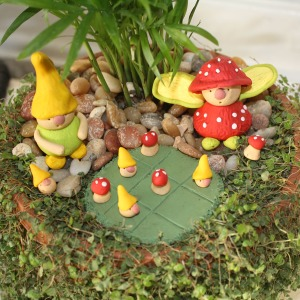 fairy-vs-gnome-tic-tac-toe- garden