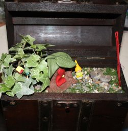 Ihandcrafted -fairy-garden-in-a-chest