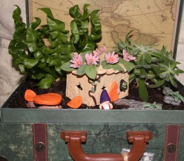 mini-suitcase-fairy-garden