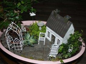pink-vintage-tub-garden