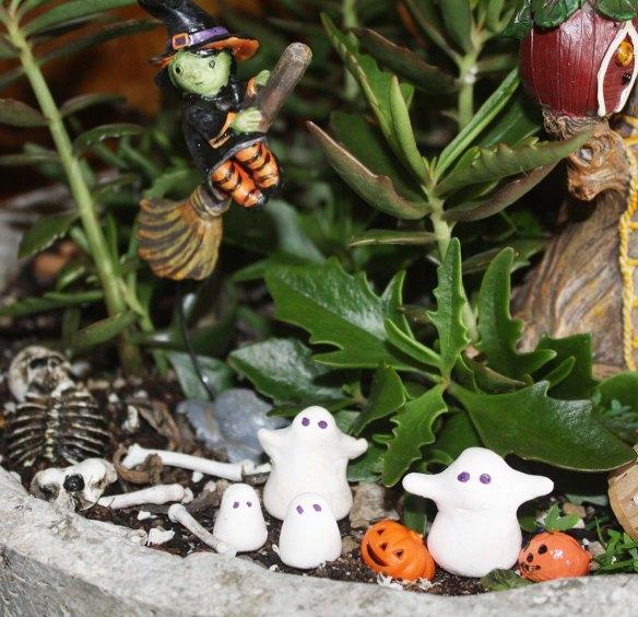 halloween-fairy-garden